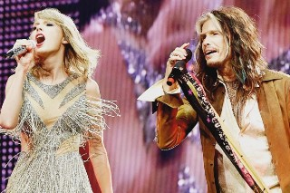 "Taylor Swift & Steven Tyler Sing Aerosmith's ""I Don't Want To Miss A Thing"": Watch"