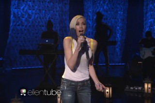 "Gwen Stefani Performs ""Used To Love You"" Live On TV For The First Time On 'Ellen': Watch"