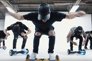 "Video Of Guys Dancing To Justin Bieber's ""What Do You Mean"" On Hands-Free Segways Goes Viral: Watch The Impressive Clip"