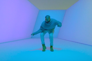 """Drake Shows Off His Dancing Skills In """"Hotline Bling"""" Video: Watch"""
