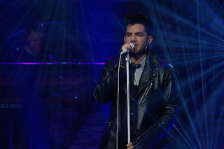 """Adam Lambert Performs """"Ghost Town"""" On 'Late Night With Seth Meyers': Watch"""