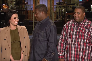 Demi Lovato Flirts With Tracy Morgan In 'Saturday Night Live' Promo: Watch