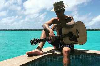 "Justin Bieber Speaks On Those Nude Bora Bora Photos: ""That Was Shrinkage for Me"""
