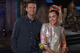 Miley Cyrus Jokes About Getting Nude (Duh) In 'Saturday Night Live' Promo: Watch