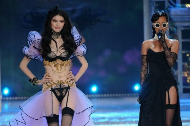 rihanna victorias secret fashion show 2012