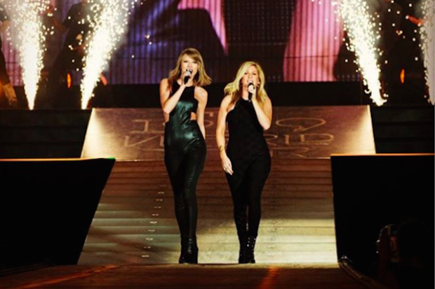 taylor-swift-ellie-goulding-arlington-texas-1989-concert