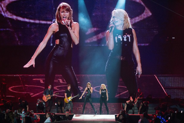 Taylor Swift The 1989 World Tour Live In Greensboro