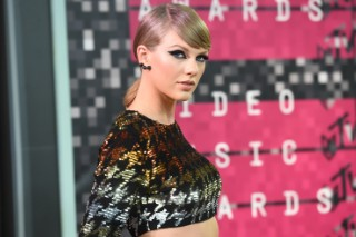 Taylor Swift Sues Radio DJ Who Allegedly Groped Her