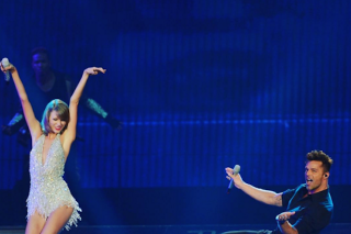 Taylor Swift Brings Out Ricky Martin & Pitbull For Her 1989 Miami Concert: Watch