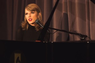 "Taylor Swift Performs An Acoustic Version Of ""Out Of The Woods"" At The GRAMMY Museum"