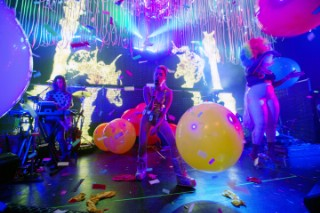 Watch Miley Cyrus & The Flaming Lips Kick Off Their Psychedelic Tour In Chicago