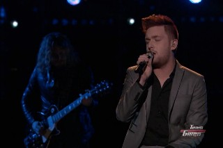 "'The Voice': Jeffery Austin Performs Haunting Version Of Robyn's ""Dancing On My Own"""