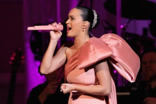 "Katy Perry Performs ""Roar,"" ""Dark Horse"" & Other Hits At David Lynch Foundation NYC Show: 8 Photos"