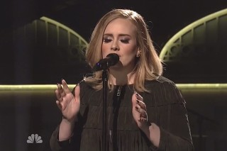 "Adele Performs ""Hello"" And ""When We Were Young"" On 'Saturday Night Live'"