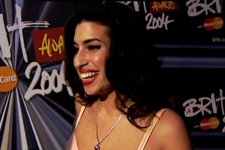 Watch A Glowing Amy Winehouse Rave About Beyoncé In 2004 Red Carpet Footage