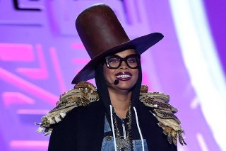 Erykah Badu Disses Iggy Azalea At The 2015 Soul Train Awards: Watch