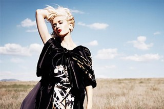 Gwen Stefani Poses For 'InStyle' Magazine: 6 Typically Gorgeous Pics