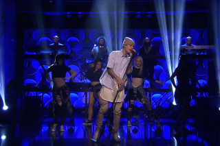 """Justin Bieber Performs """"Sorry"""" On 'Tonight Show Starring Jimmy Fallon': Watch"""
