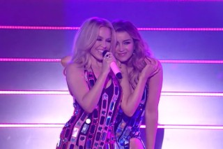 """Kylie And Dannii Minogue Bring Christmas (And Infinite Glamor) To 'X Factor' Australia With """"100 Degrees"""""""