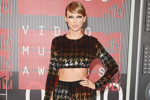 taylor-swift-mtv-vmas-2015-red-carpet-3