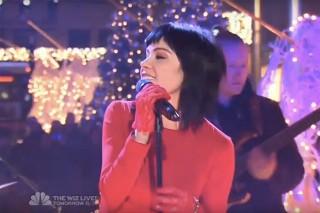 "Carly Rae Jepsen's ""Last Christmas"" Performance At Rockefeller Center Tree Lighting: Watch"