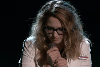 'The Voice': Korin Bukowski Faces Worst Live TV Nightmare, Forgets Half The Lyrics While Performing
