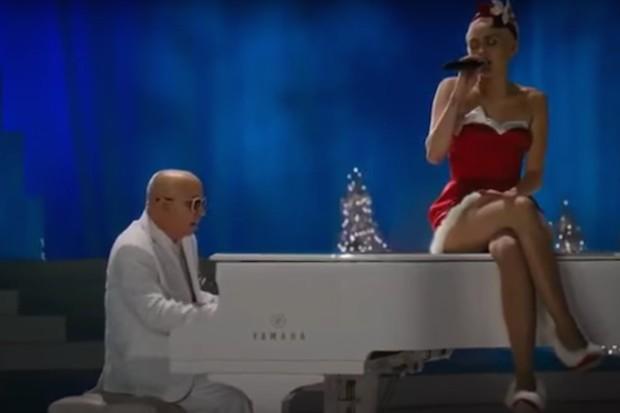 miley-cyrus-very-murray-christmas-silent-night
