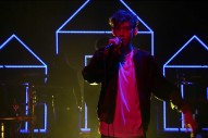 """Troye Sivan Performs """"Youth"""" On 'The Tonight Show Starring Jimmy Fallon'"""