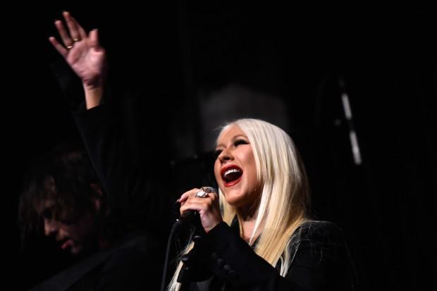christina aguilera perform live 2016