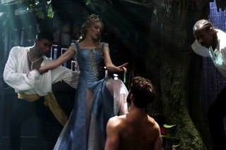 """Kylie Minogue Stars On 'Galavant', Sings """"Off With His Shirt"""": Watch"""