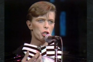 'Saturday Night Live' Pays Tribute To David Bowie: Watch