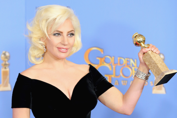Lady Gaga Kisses Fiance Taylor Kinney at Golden Globes 2016!