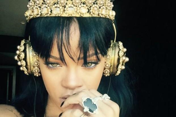 rihanna anti gold headphones 2016