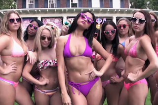 A Bikini-Clad Selena Gomez Stars In 'Neighbors 2: Sorority Rising' Trailer: Watch