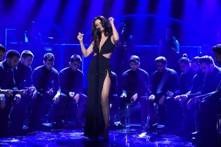 """Selena Gomez Performs """"Good For You,"""" """"Same Old Love"""" & """"Hands To Myself"""" On 'SNL': Watch"""