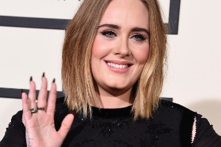 Grammy Awards 2016: Adele Is All Smiles On The Red Carpet