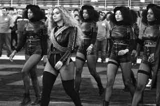 Beyoncé Pays Homage To Black Panthers At Super Bowl 50 Halftime Show