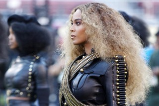 Anti-Beyonce Protest In New York City A Bust, Pro-Beyonce Rally Attracts Large Turnout