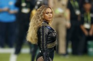 "Beyoncé Talks ""Formation"" & Praises Coldplay Backstage At Super Bowl: Watch"