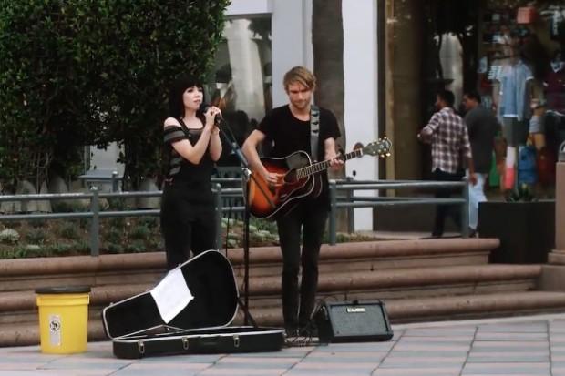carly rae jepsen street perform busk video sketch funny or die