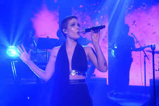 "Halsey Performs ""Colors"" On 'Tonight Show Starring Jimmy Fallon': Watch"