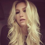Kelly Clarkson Tweets Support For Kesha