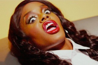 Failed Pop Star Azealia Banks Continues Being A Horrible Person, Drags Rihanna For Her Dancing