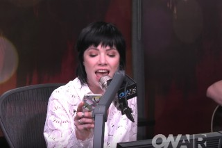 Carly Rae Jepsen's Unplugged 'Fuller House' Theme Is A Reminder That She's The Best Thing About The Show