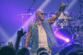 """Flo Rida Goes Country In """"Who's With Me"""": Listen"""