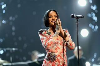 Rihanna's 'Anti' Returns To Top Of Album Chart Despite Selling Less Than 20K Copies