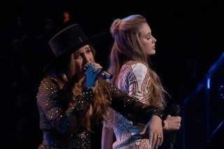 "'The Voice': Alisan Porter And Lacy Mandigo Battle With An Epic ""California Dreamin'"""