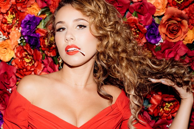 Haley Reinhart Teases Sophomore Lp With Sexy Buzz Track