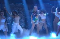 "Iggy Azalea Performs ""Team"" On 'Late Night with Seth Meyers': Watch"