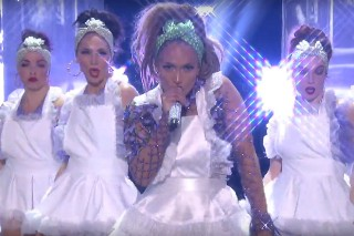 "Watch Jennifer Lopez Perform ""Ain't Your Mama"" & ""Let's Get Loud"" On 'American Idol' Finale"